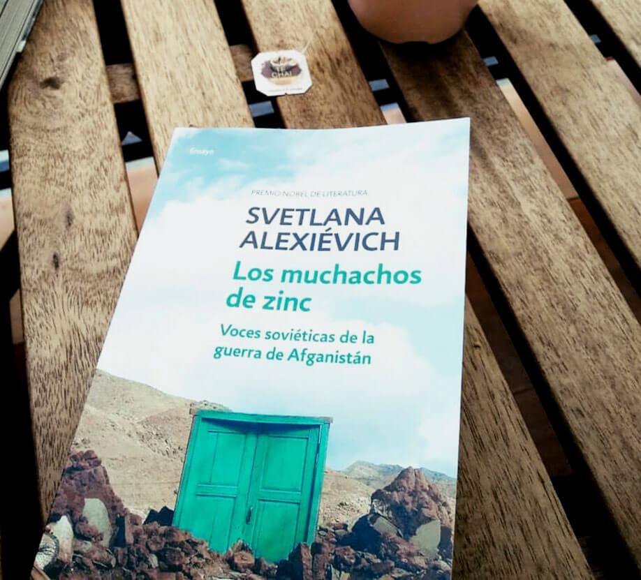 Los muchachos de zinc un libro de Svetlana Alexiévich