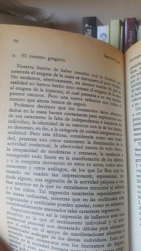 Fragmento del ensayo Psicología de las masas de Freud. Página 54.